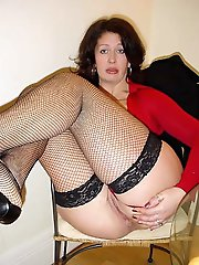 Superb older milf posing totally undressed on cam