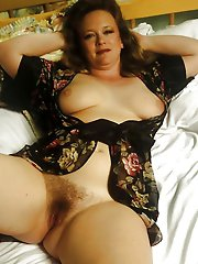 Unbelievable older lady baring it all on cam