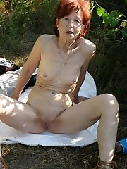 Astonishing milf posing naked on picture