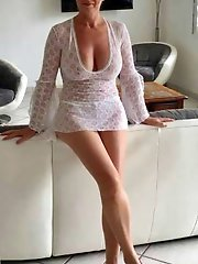 Crazy experienced granny exposing her hot curves on pics
