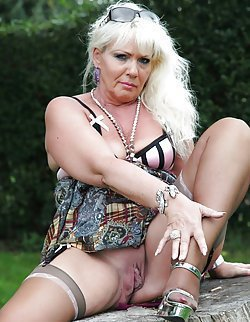 Saggage and stockings of the sweet nude GILFs
