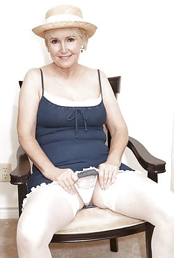 Amateur old milfs getting nude