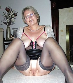 Inviting mature babes showing off their cunts