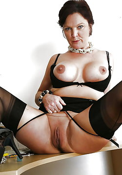 Mature milf revealing her pussy
