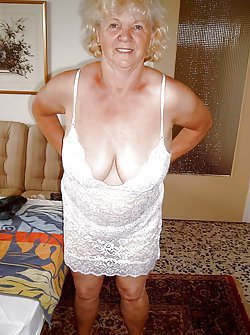 Stunning amateur porn pics with the awesome nude GILFs