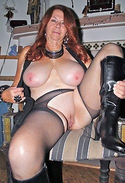 Mature ladies in sexy lingerie