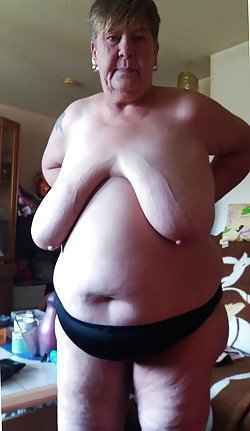 Amateur older women show their tits and twats