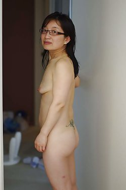 Older mamas from China with naked breasts