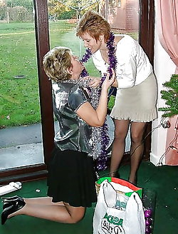 Mature moms playing themselves