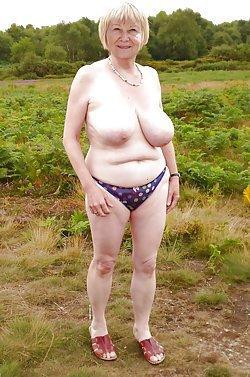 Amateur older women showing off their twats