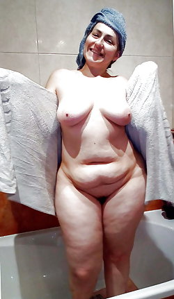 Horny mature cutie baring it all on cam
