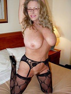 Huge boobs mommas
