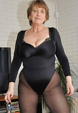 Variety of mature tits in the best mom sex pics collection