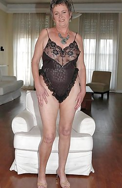 Slutty mature women posing outdoor