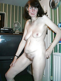 Mademoiselle getting naked