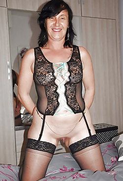 Mature MILFs baring it all on pictures