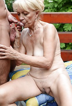 Juicy pussies of mature muff exposed in HQ