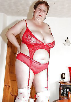 Mature ladies are posing fully naked with their sex toys